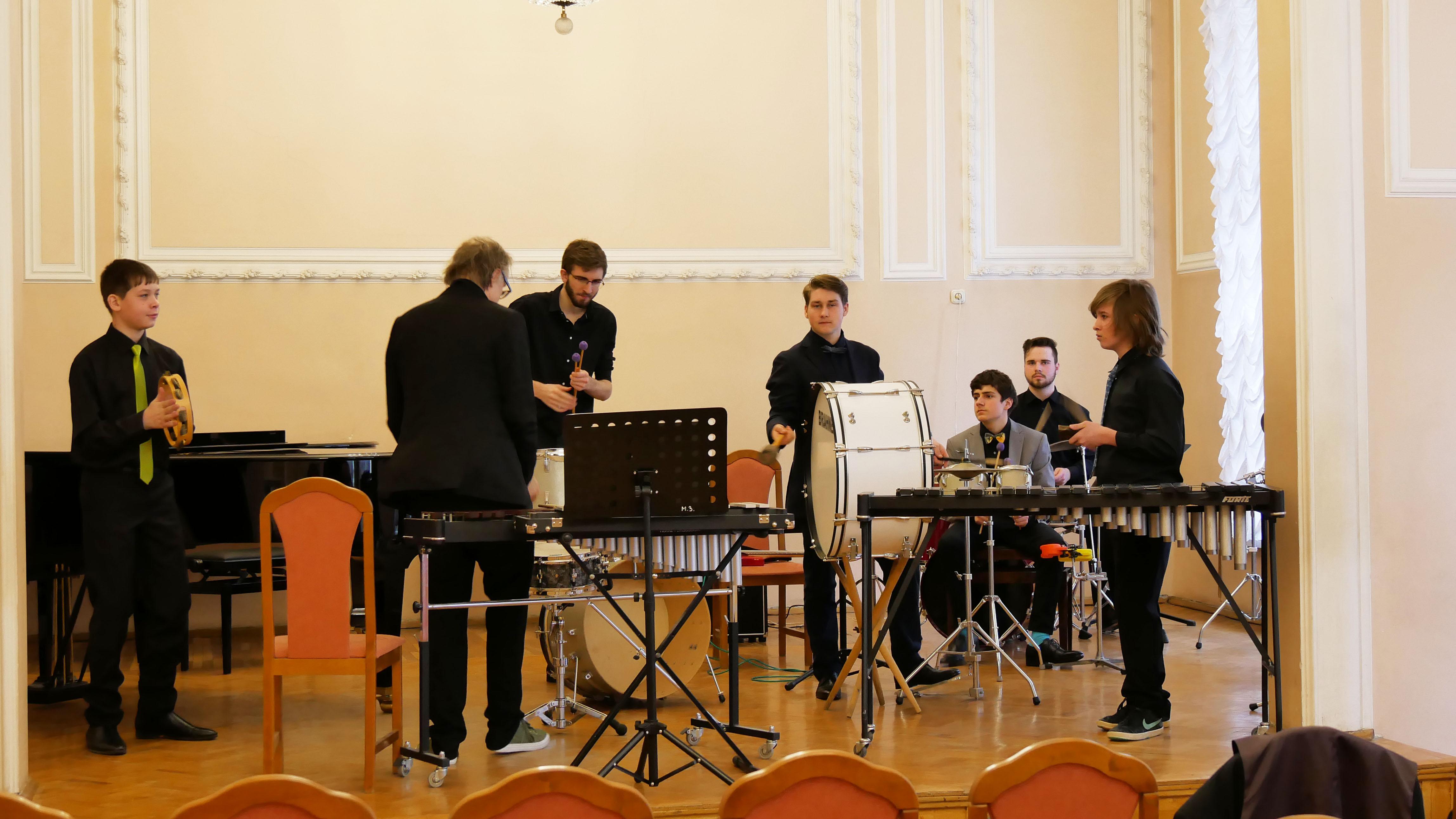 Das Percussionensemble der Musikschule Baunatal in St. Petersburg